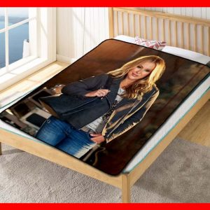 Anastacia Singer Fleece Blanket Throw Quilt